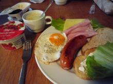 フィンランド暮らしの嫁日記-パンとソーセージの朝ごはん