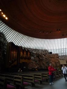 フィンランド暮らしの嫁日記-テンペリアウキオ教会の内部